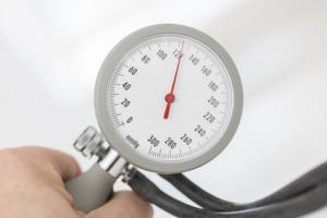 Blutdruckmessgerät m it Druckanzeige von
